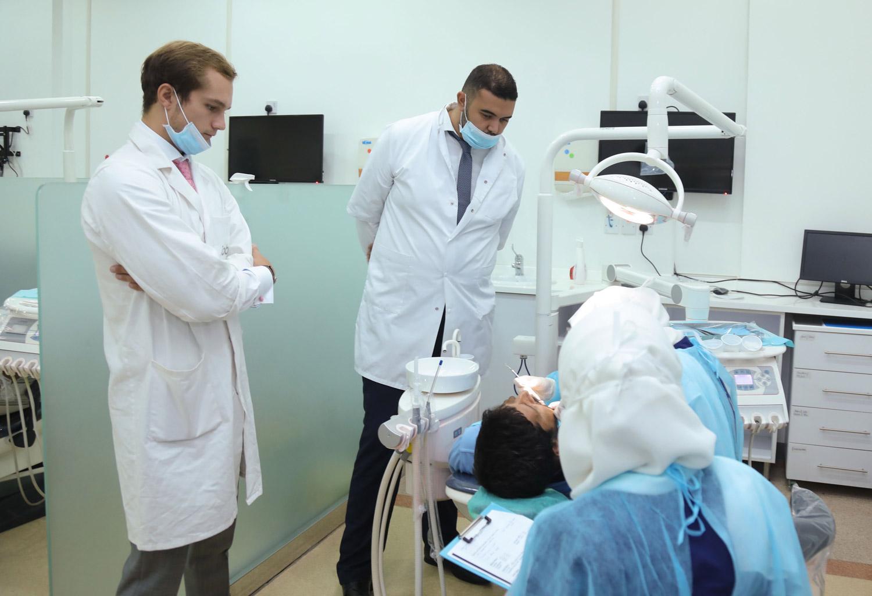 IOB-ecole-osteopathie-bordeaux-observation-chirurgie-dentaire-étudiants